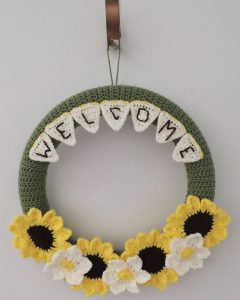 Crochet Welcome Wreath - www.craftaboo.com